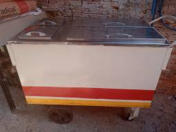 Vendo carrinho de hot dog conservado mesmo ele só está sujo de fica parado