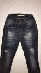 Calça jeans lança perfume