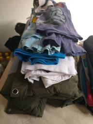 Vende-se roupa pra criança menino