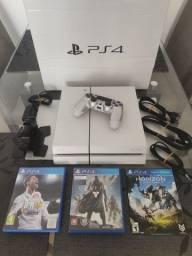 Vendo Playstation 4 Fat Branco 500gb com 3 Jogos - Completo - Caixa - Manuais.