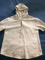 Camiseta em linho com botões e capuz PP