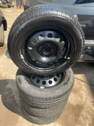 Título do anúncio: Pneus Pirelli P7 195/55r15 com rodas de Ford