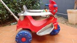 Título do anúncio: Carrinho de passeio ou pedal triciclo baby Bandeirante