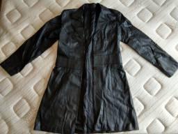 Casaco de couro preto feminino.