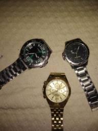 Vendo ou troco 3 relógios originais zap *