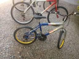 2 Bicicletas adulto e  1 infantil