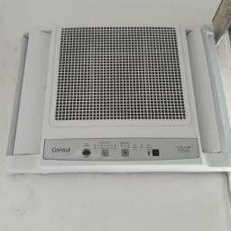 Ar condicionado e cortina horizontal