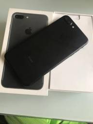 Vendo ou troco iPhone 7 Plus black 32 gigas com todos acessórios