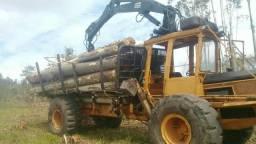 Máquina Florestal Forword Valmet com Grua