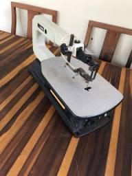 Serra tico tico de bancada semi-nova para corte de madeira marca Makita modelo SJ401