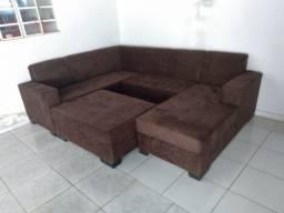 Sofá grande com puf central