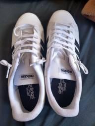 Sapato Adidas tamanho 44