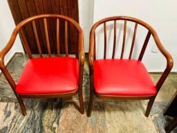 Cadeira de madeira acolchoada