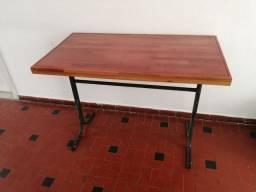 Mesa de madeira maciça 115L x 62C x 80A