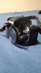 Máquina fotográfica Nikon D5100