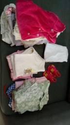 Vendo 20 peças de roupas para menina por 70 reais