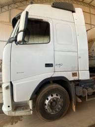 Vendo caminhão Volvo Globetrotter 6X4 2p(diesel) E5