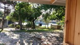 Casa 4 Dorm, 2 Banh, 2 coz frente do canal da Barra, terreno com acesso a água.