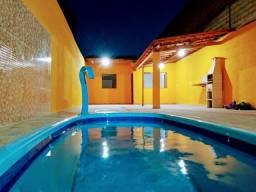 Aluga-se casa com piscina