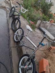 Duas bikes aro 20