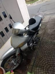 Traxx 2010 R$2,000