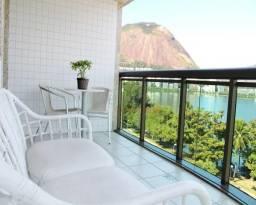 Apartamento lindo, frontal à Lagoa, com belíssima vista panorâmica, em prédio semi-novo, c