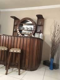 Vendo barzinho de madeira sucupira