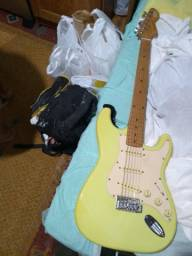 Guitarra semi nova só Botar tocar