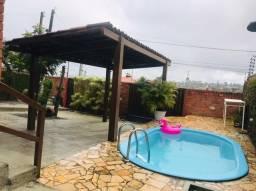 Casa com piscina e 4 quartos mais um reversível à venda em Gravatá