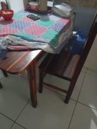 Mesa e madeira