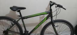 Bicicleta semi nova ultilizada apenas duas vezes.
