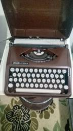 Máquina de escrever olivetti lettera 82 anos