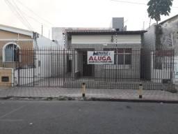 Casa na Rua Siriri, c/ 6 quartos, Bairro Centro