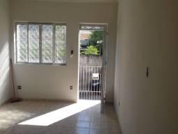 Apartamento de esquina frente de rua com 2 Quartos na Alberto Teixeira da Cunha Ac Carta