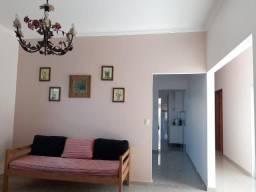 Casa com 03 dormitórios, um com suíte, piso em porcelanato na cidade de Sales SP