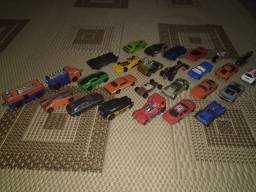 Vende-se carrinhos hot Wheels