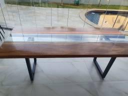 Mesa rústica com vidro