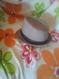 Vende-se chapéu d forrozeiro, em bom estado usado uma vez para comemoração d?.