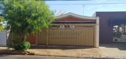 Casa à venda com 3 dormitórios em Centro, Jaboticabal cod:V5242