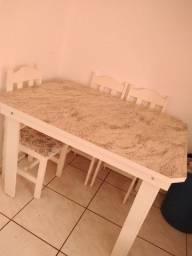 Vende se mesa com 4 cadeira
