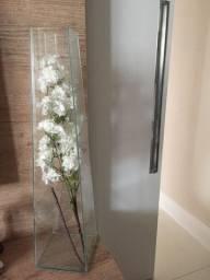 Vaso de vidro 76 cm com ornamento em flores brancas