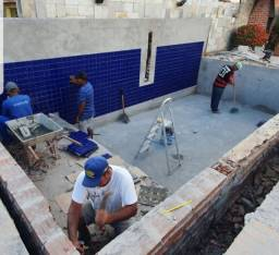 CONSTRUÇÃO E REFORMAS DE PISCINAS