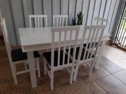 Mesa de 6 cadeiras em madeira e tampo de MDF