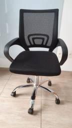 Cadeira giratória com braço em perfeito estado!