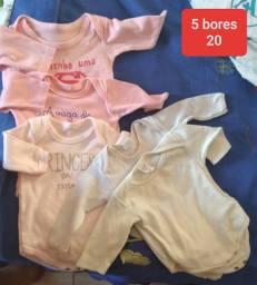 Roupas de bebê menina e menino