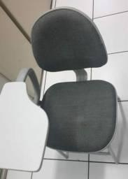 Cadeira universitária com porta livros e mesa retrátil