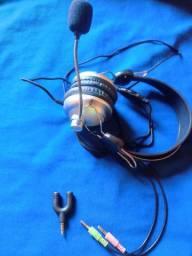 Fone com microfone e adaptador para celular