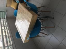 Cadeiras charles aeme novas
