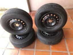 Jogo Pneu Pirelli 175/70/13 QUASE NOVO! Vai com as rodas.