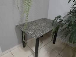 Mesa de marmore . cortina de ar. Feeezer